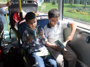 Küçük Öğrenciler Otobüsleri Kütüphaneye Çevirdi
