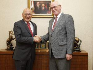 Ankara Yolcusu Vekiller Başkan Kurt'u Ziyaret Etti
