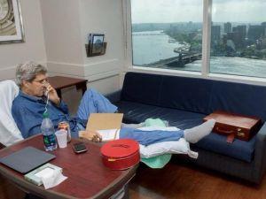 Bacağı Kırılan John Kerry'den İlk Fotoğraf