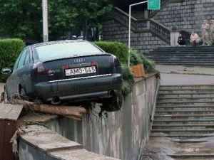 Tiflis'i Vuran Selde Ölü Sayısı 12'ye Yükseldi