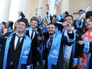 THK Üniversitesi İzmir'de Mezunlarını Verdi