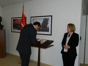 Demirel'in Vefatı Nedeniyle Priştine Büyükelçiliği'nde Taziye Defteri İmzaya Açıldı