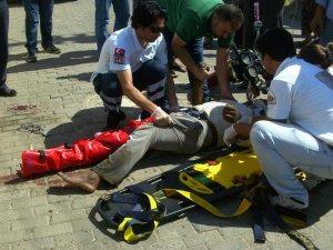 Motosiklete çarpan sürücü firar etti: 3 yaralı