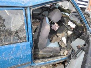 Otomobil refüje çarptı: 3 kardeş yaralandı