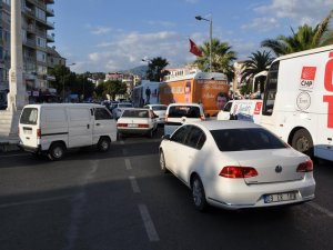Seçim otobüslerine vatandaş tepkisi