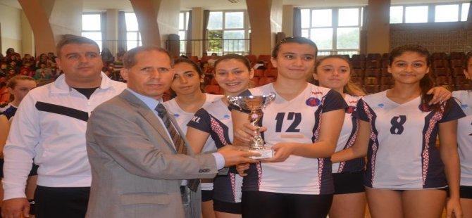 Genç Kızlar'da şampiyon Adnan Menderes