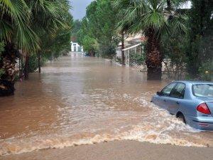 Şiddetli Yağış ve Dolu Hayatı Felç Etti
