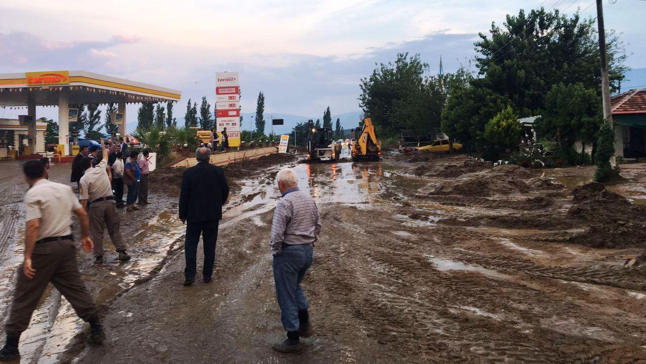 Bozdoğan'da yollar kapandı