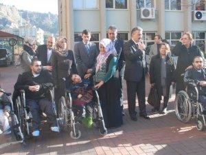 Engelli Vatandaşlara 100 Adet Tekerlekli Sandalye
