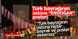 """Türk bayrağının üstüne """"ERDOĞAN"""" posteri"""