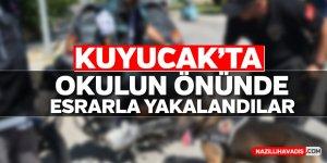 Kuyucak'ta okulun önünde esrarla yakalandılar