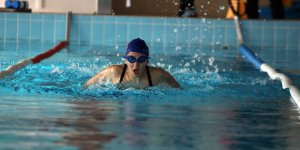 Görme engelli yüzücünün hedefi milli takım!