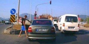 Trafikte satırlı tehdide para cezası!