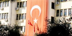 """Nazilli'de Hükümet Konağı'na """"soluk"""" Türk Bayrağı asıldı!"""