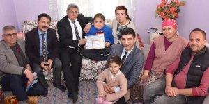 Aydın'da evde eğitim gören öğrenciler karnelerini aldı...