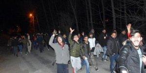 Mülteciler güle-oynaya Avrupa sınırında!