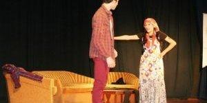Liseli Tiyatrocular 'Büyükler'i Oynadı