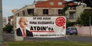 Liderlerin Pankartları Asılı Kaldı