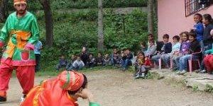 Hacivat-karagöz Oyunu Kürtçe Sahnelendi