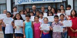 Didim'de Sanat Atölyesini Tamamlayan Çocuklara Belgeleri Verildi