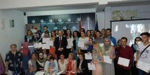 Kosova'da Ebru Sanatı Kursiyerleri Sertifikalarını Aldı