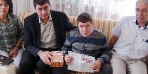 Kas Hastası Ahmet, Karnesini Evde Aldı