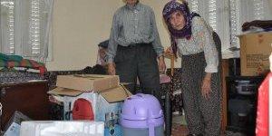 Yaşlı çiftin 20 yılda biriktirdiğini çaldılar