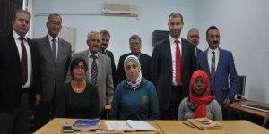 Koçarlı'da Ortadoğu'lu kadınlar Türkçe öğreniyor
