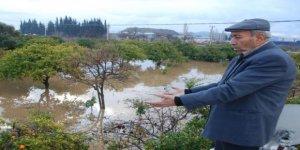 Aydın'da etkili yağış dereleri taşırdı
