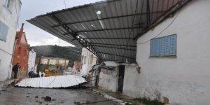 Aydın'da fırtına çatıları uçurdu