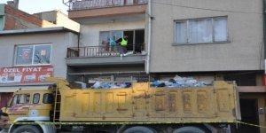 Aydın'da yaşadığı evden 4 kamyon çöp çıktı