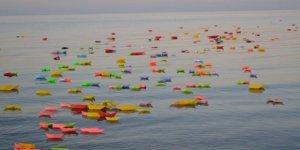 Çocukların anısına deniz rengarenk oldu