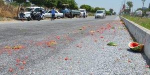 Traktörle kamyonet çarpıştı, bir işçi yaralandı
