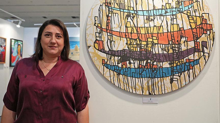 Ressam Ayvaz'dan kum ve varak ile İstanbul tasviri