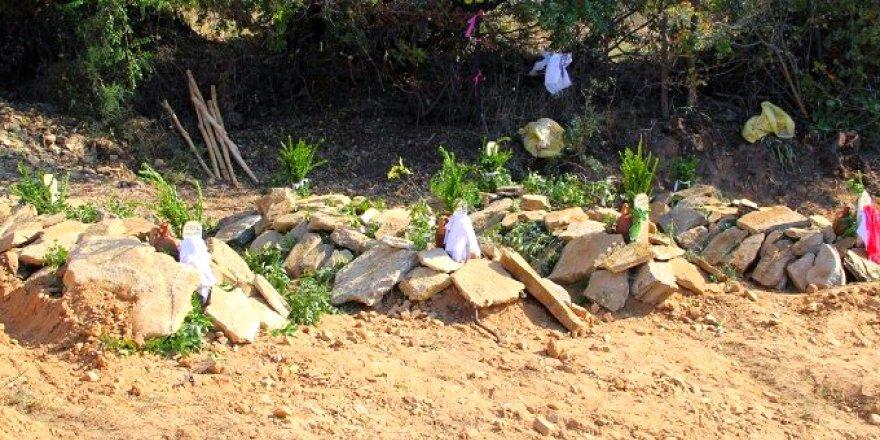 Kiraz'da öldürülen 4 kişi toprağa verildi