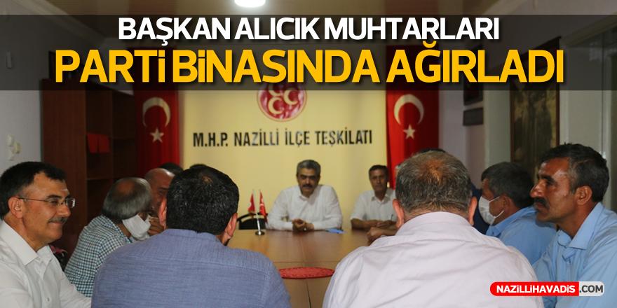 MHP'li Alıcık, Muhtarları Parti Binasında Ağırladı