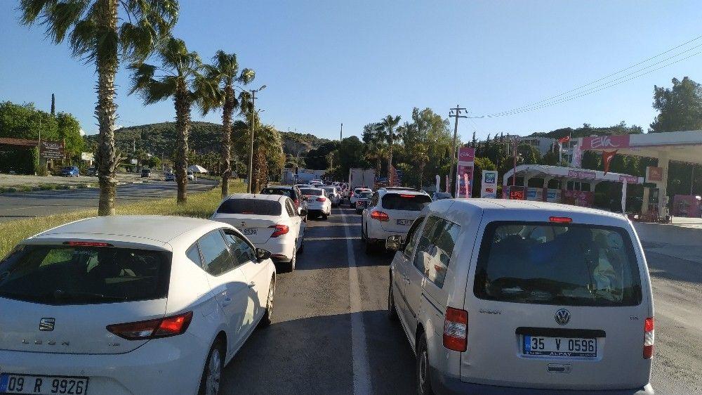 Kuşadası'na bayram tatilinde 206 bin araç giriş yaptı