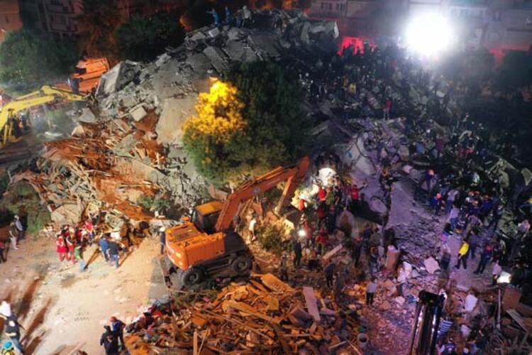 İzmir Deprem:25 Can Kaybı, 831 Yaralı Var