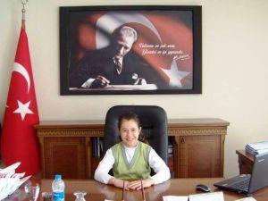 Karacasu'da Kaymakam Koltuğuna Öğrenciler Oturdu