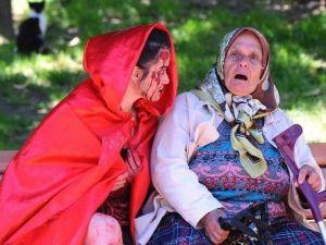 Zombiler, Yaşlı Kadına Kalp Krizi Geçirtecekti