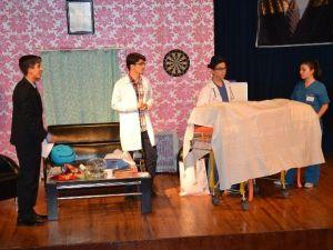 Nazilli'de 'Kaç Baba Kaç' Adlı Tiyatro Oyunu Sahnelendi