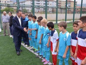 Yılmaz'dan Minik Futbolculara Destek