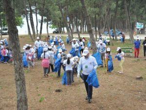 Başkan Çocuklarla Birlikte Çöp Topladı