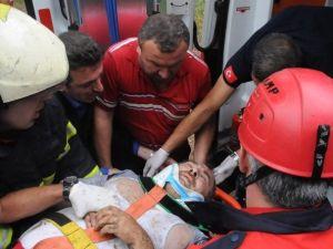 Kamyon 25 Metreden Uçuruma Yuvarladı: 1 Yaralı