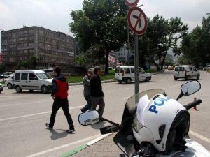 Bursa'da Polis Aracına Saldırı