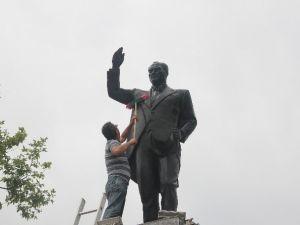 Atatürk Anıtı Temizlendi