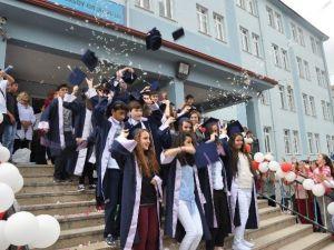 Bozüyük Mehmet Akif Ersoy Ortaokulu'nda Mezuniyet Programı