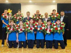 Başkan Usta'dan Türkiye İkincisi Voleybolculara Ödül