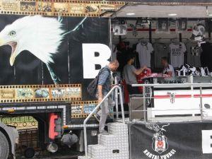Beşiktaş'ın Gezici Mağazası Edirne'de