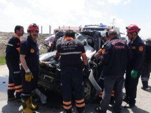 Erzurum'da Otomobil Kamyonun Altına Girdi: 2 Ölü